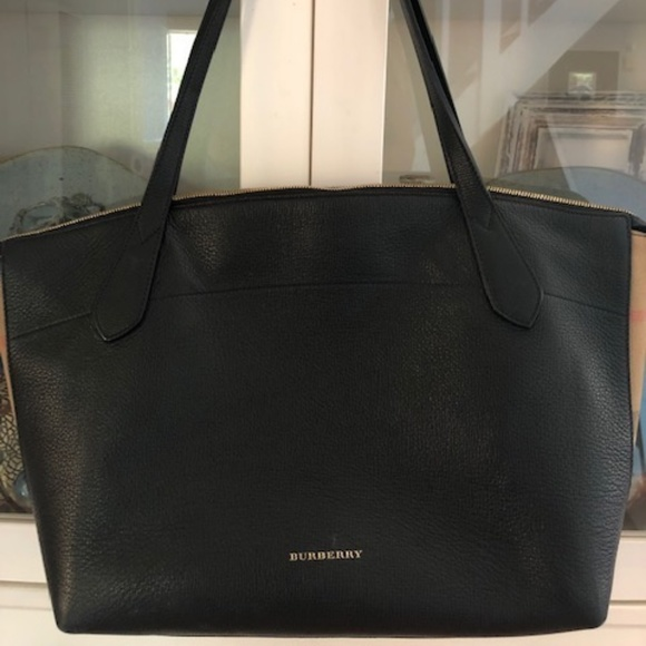 Burberry Handbags - Burberry Welburn Medium Leather Tote (Black)